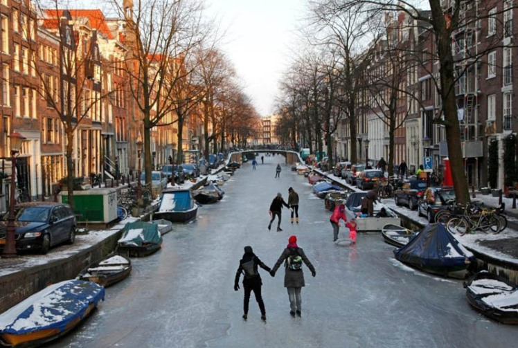 ice-skating-amsterdam-frozen-canals-netherlands-holland-7