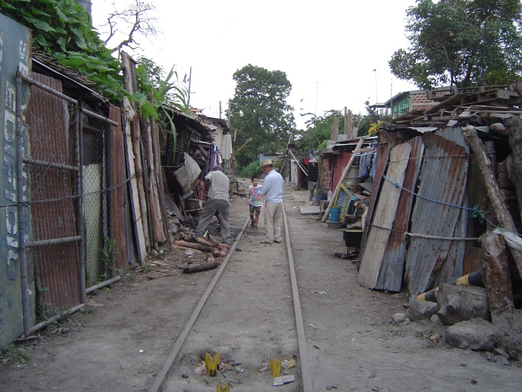 homes near san salvador rr tracks2