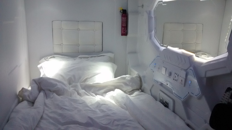 cheap lodging tip for Singapore: pod hotels